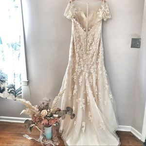 🔥FAB Beaded Lace Gown with Illusion Neckline🔥